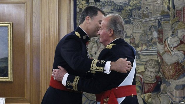 Now ex-King Juan Carlos I embraces his son, the new King Felipe VI. Image from BBC News.