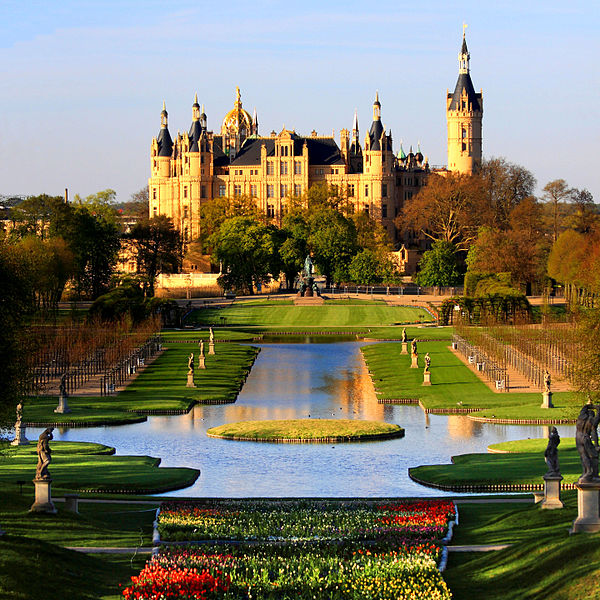 Schwerin Palace image by Harald Hoyer